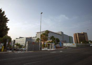 Vista general del Hospital Universitario Nuestra Señora de Candelaria en Santa Cruz de Tenerife, donde un ciudadano italiano fue puesto en aislamiento. Foto: AFP