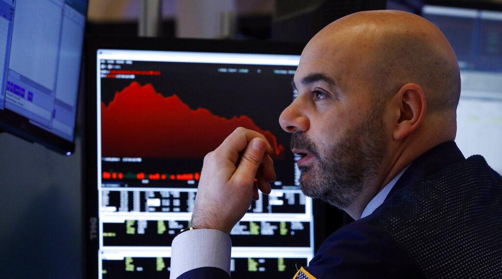 Los mercados bursátiles mundiales están cayendo por la propagación de los temores del coronavirus. Foto: AP