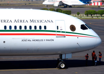 Andrés Manuel López Obrador confirma rifa del avión presidencial de México. Foto: AP
