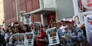 Mujeres y familiares de Ingrid Escamilla protestan para pedir justicia por su feminicidio en México. América Digital. EFE