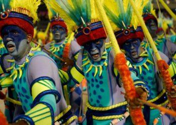 Carnaval de Rio de Janeiro arrancó con todo su esplendor pero con un fuerte tono de protesta. Foto: AP