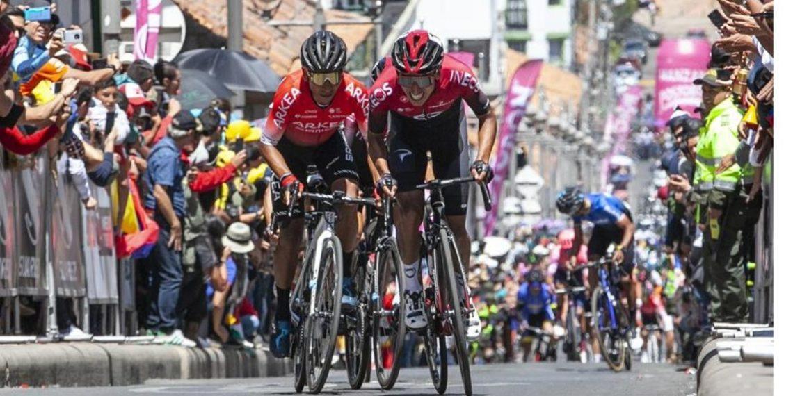 Los ciclistas Nairo Quintana (i) del equipo Arquea Samsic y Egan Bernal (d) del equipo Ineos durante su participación en el Tour  La Provence. EFE
