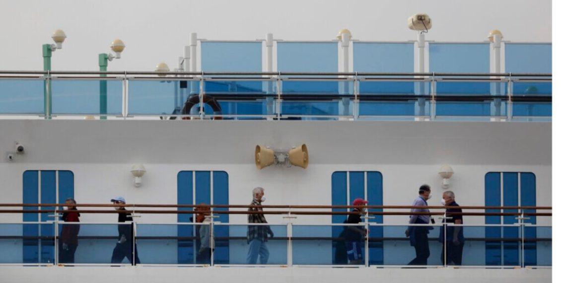 Al menos 40 estadounidenses infectados con nuevo coronavirus en crucero en Japón. AP