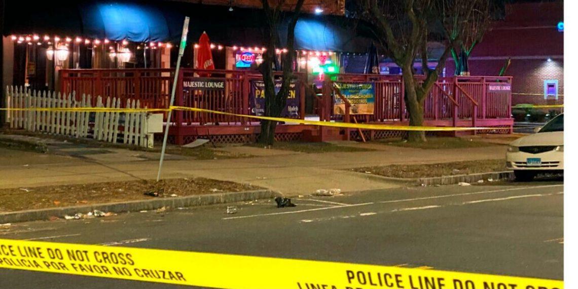 Un muerto, cuatro heridos en club de Connecticut. AP