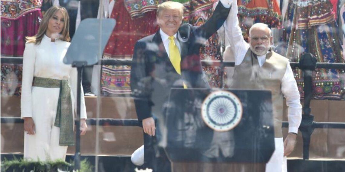 Una foto del folleto puesta a disposición por el Ministerio de Asuntos Exteriores, el Gobierno de la India, muestra al presidente de los Estados Unidos, Donald J. Trump. América Digital. EFE