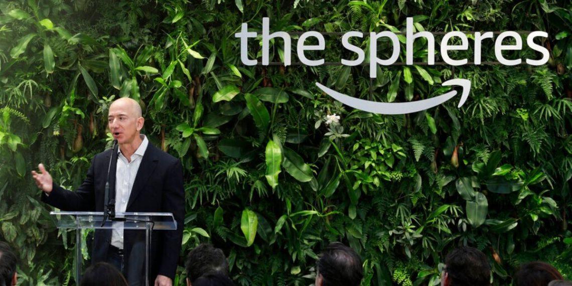 Jeff Bezos sobre su aporte para combatir el cambio climático. AP
