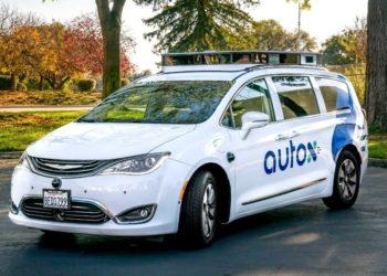 Lanzan en China un nuevo taxi robot. América Digital. AutoX Team