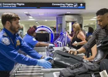 Los aeropuertos del sur de Florida se congestionan tras juego del Super Bowl. Foto: América Digital / AFP