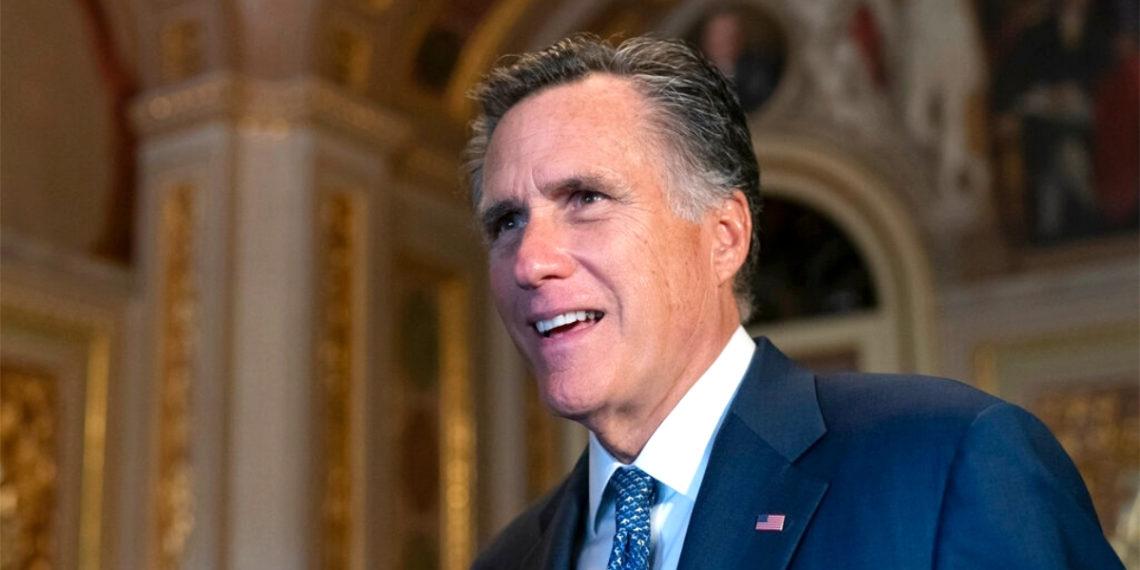 El senador republicano Mitt Romney anunció que votará para condenar a Trump en el juicio político. Foto: AP