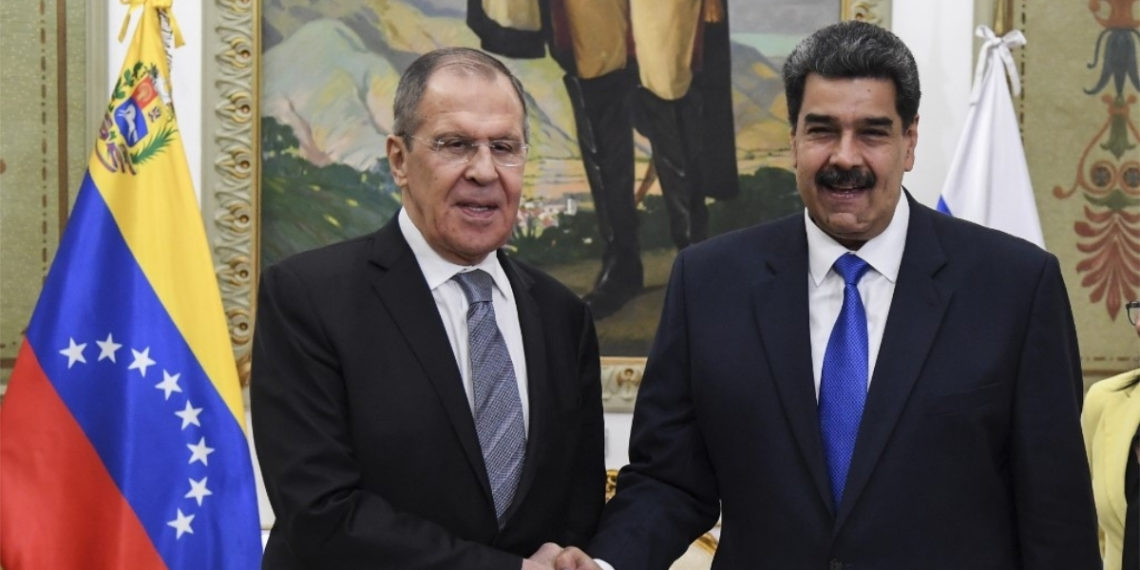 El ministro de Relaciones Exteriores de Rusia, Sergey Lavrov, y el presidente de Venezuela, Nicolás Maduro. Foto: AFP