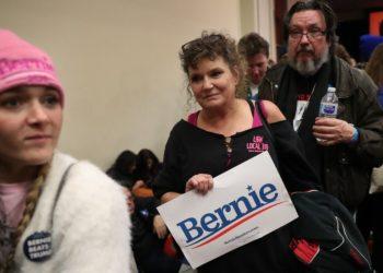"""Caucus en Iowa termina en """"irregularidades"""" mientras Bernie Sanders afirma que lidera las primarias"""