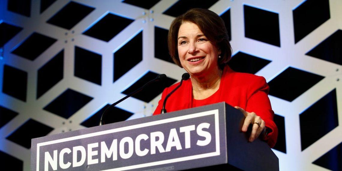 Amy Klobuchar abandona la carrera demócrata a la Casa Blanca. Foto: AP