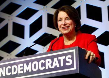 Klobuchar abandona la carrera demócrata a la Casa Blanca y respaldará a Joe Biden