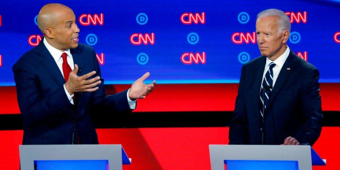 Cory Booker se retira de la campaña demócrata y anuncia su apoyo a Joe Biden. Foto: AP