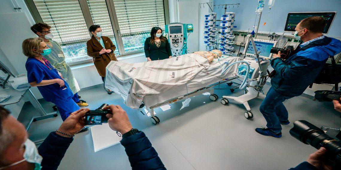 Foto: EFE  Senadora de Salud de Alemania realiza pruebas nuevos respiradores