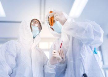 Científicos del mundo trabajan en el desarrollo de una vacuna contra el coronavirus. Foto: AP