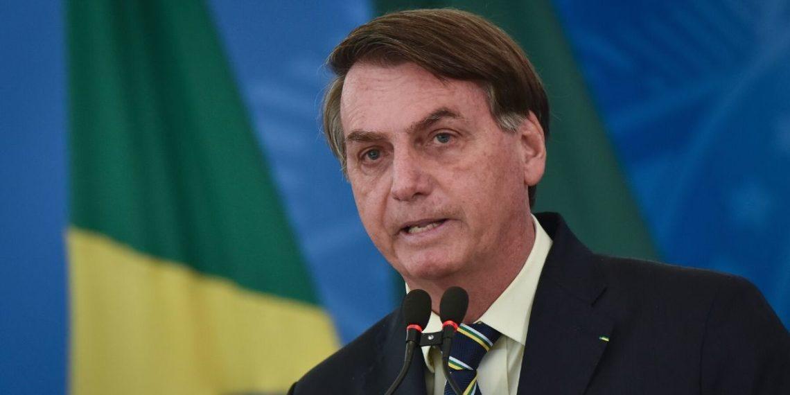 El presidente de Brasil Jair Bolsonaro sigue restándole importancia al coronavirus. Foto: AP