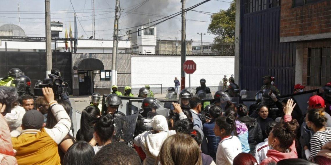 Investigan la muerte de 25 presos en motines en cárceles de Colombia. Foto: AFP