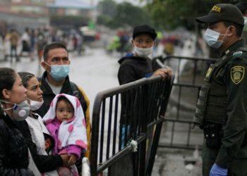 Venezolanos piden ayuda frente a la cuarentena por el coronavirus en Colombia. Foto: EFE