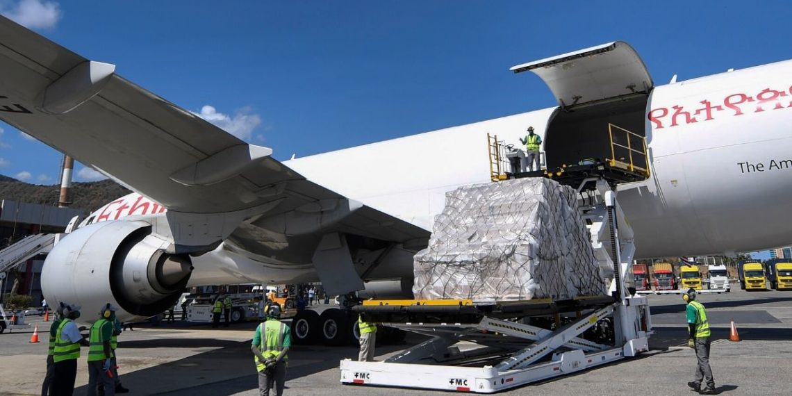 Venezuela recibió segundo cargamento de material médico de China para enfrentar el coronavirus. Foto: AP