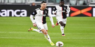 La Juventus podría coronarse en Italia de concretarse esta decisión / AP