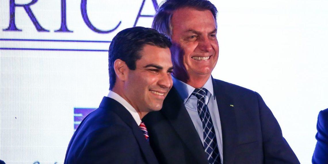 Francis Suarez, alcalde de Miami, junto a Jair Bolsonaro, presidente de Brasil. Foto: AFP