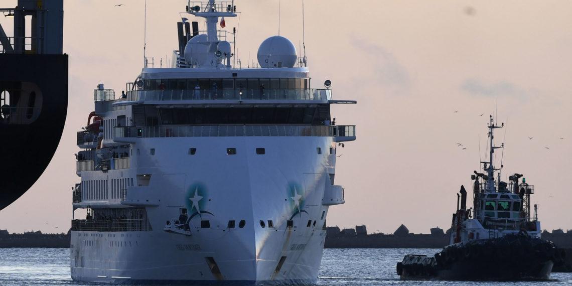 Crucero australiano con más de 100 casa de coronavirus atracó en Montevideo. Foto: AFP