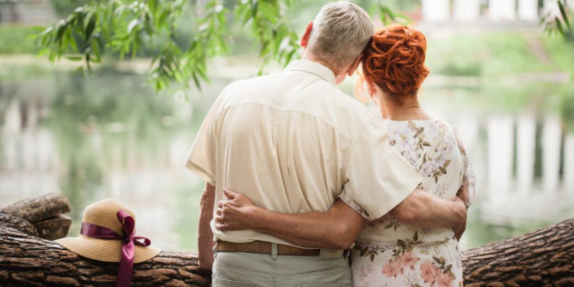 Un abuelo sorprendió con romántica historia