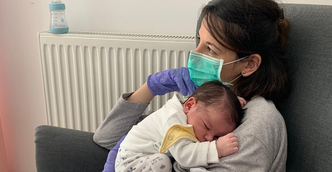 relato de madre que no puede tocar a su hijo por el coronavirus