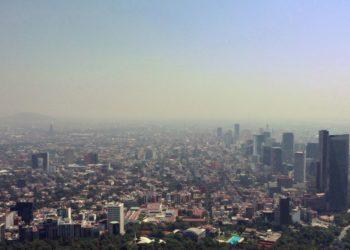 contaminación del aire en la Ciudad de México, el 1 de abril de 2020, durante la nueva pandemia de coronavirus. AFP