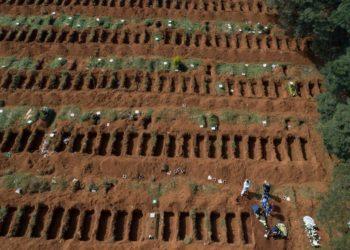 Coronavirus: Entierros exprés en el mayor cementerio de América Latina ubicado en Brasil. Foto: AP