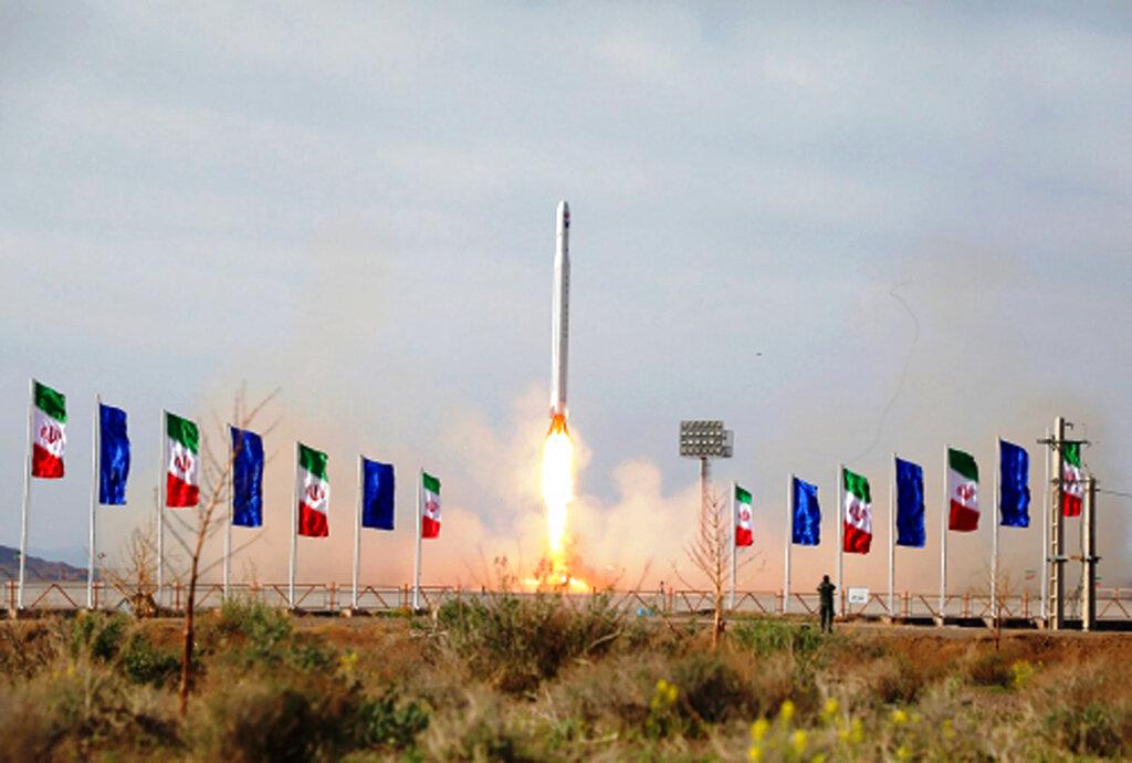 Irán logra poner en órbita un satélite militar