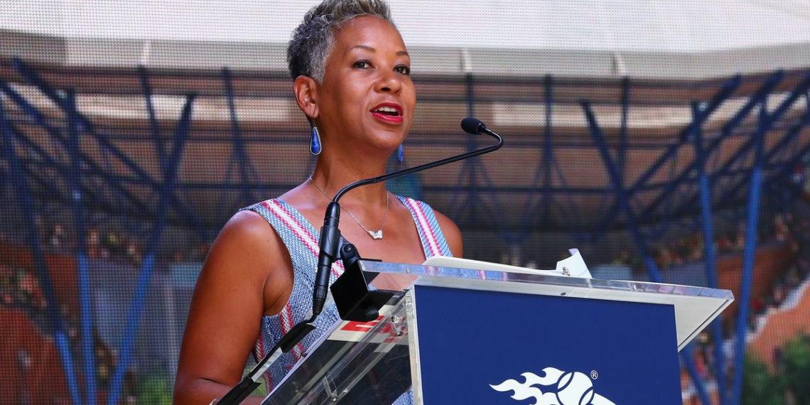 Presidenta de Asociación de Tenis de USA busca salvar a otros del coronavirus
