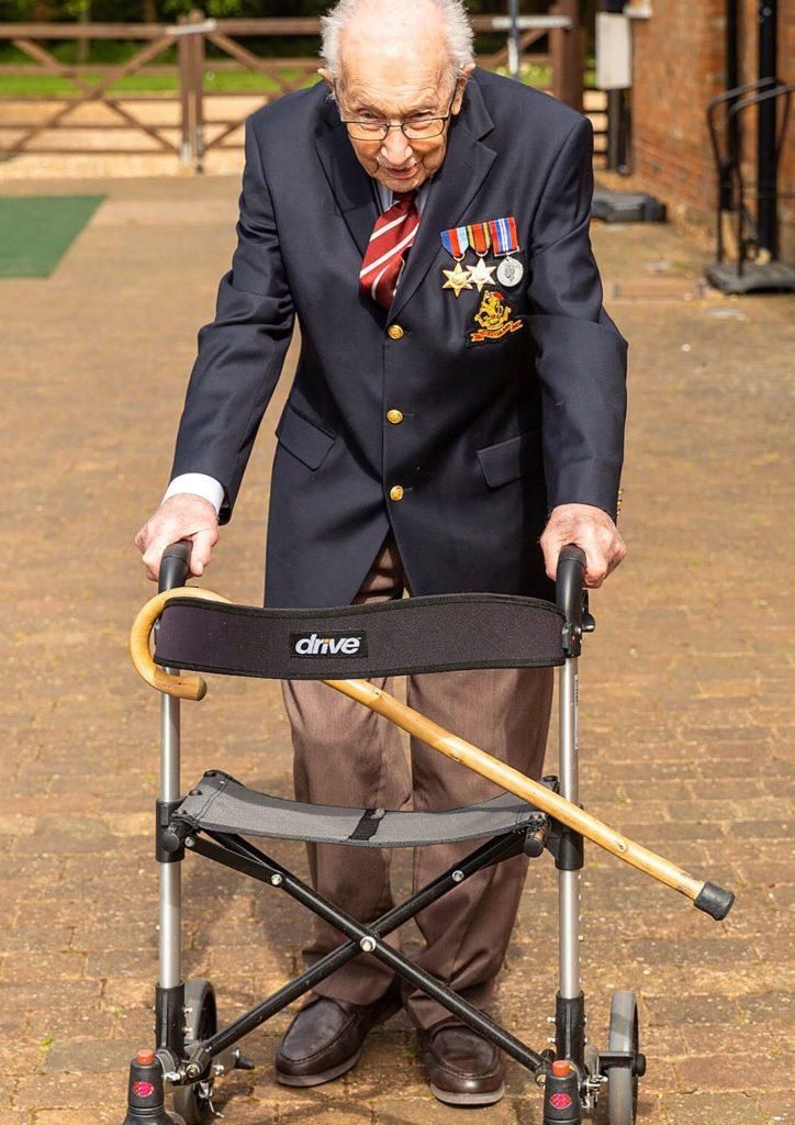 Tom Moore recaudó más de 13 millones de libras para lucha contra el COVID-19