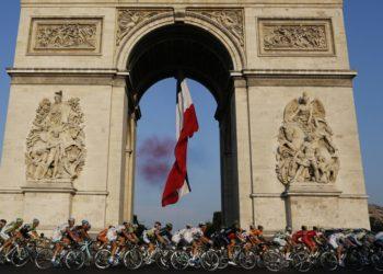Tour de Francia trató de resistirse, pero será aplazado