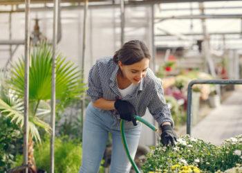 aislamiento mujer jardín