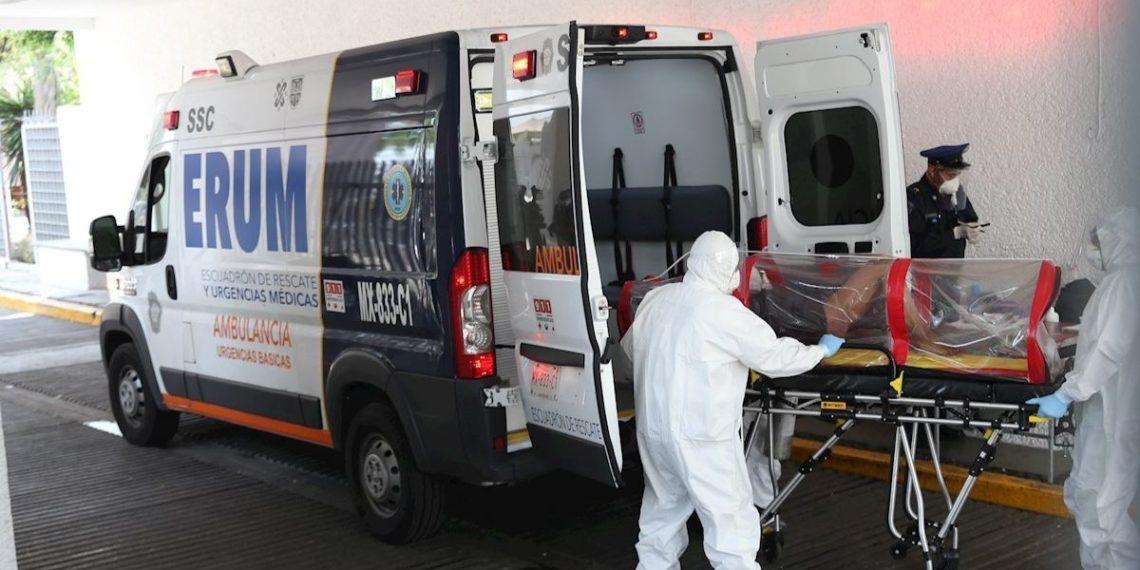 Tan solo en la Ciudad de México hay 2815 casos de coronavirus y en el Estado de México 1593. La capital del país entró en una etapa crítica por saturación de la red hospitalaria, que ya ocupa 565 de las 827 camas de terapia intensiva. Foto EFE