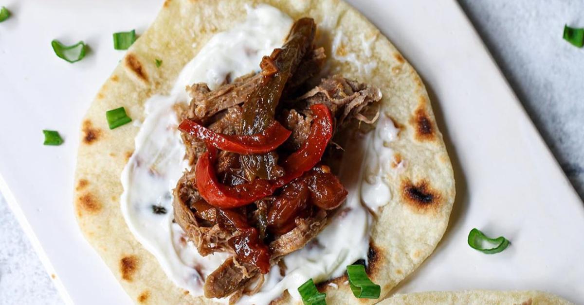 Comida mexicana: tacos de carne o pollo