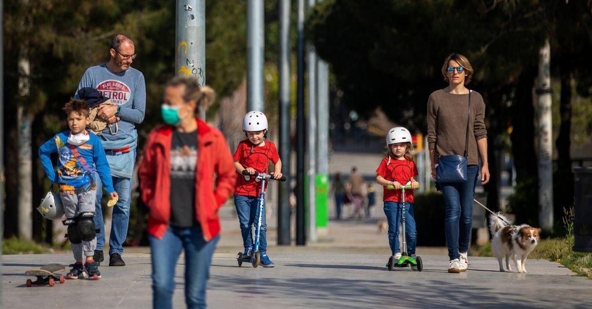 Niños salen a las calles en España