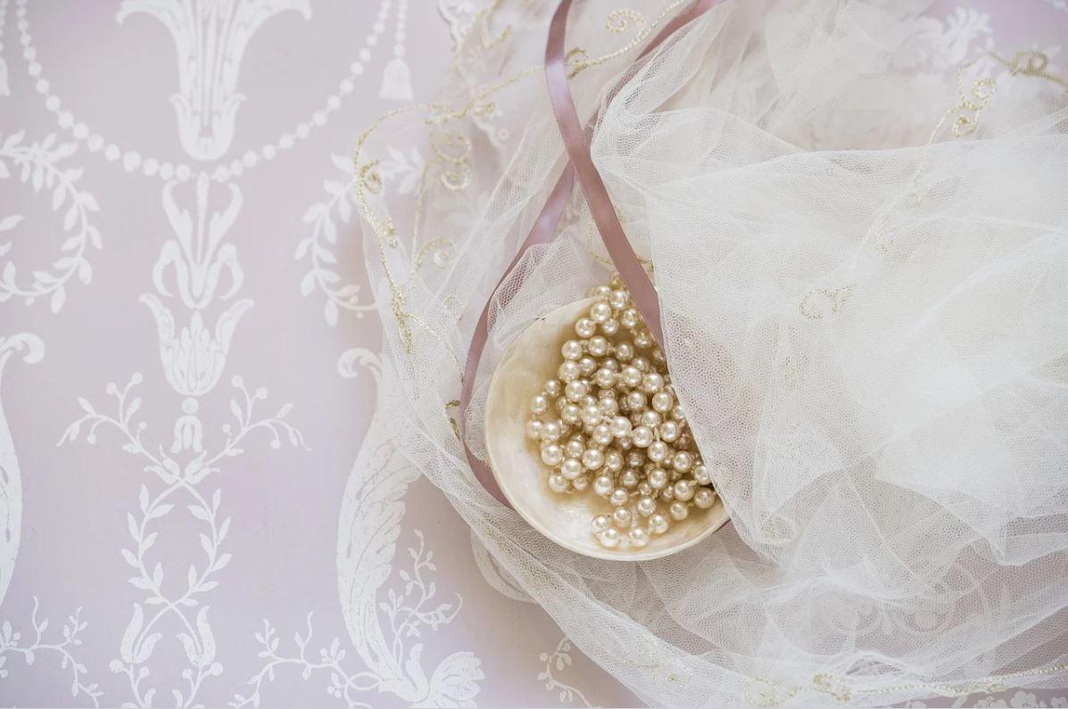 recipiente con perlas