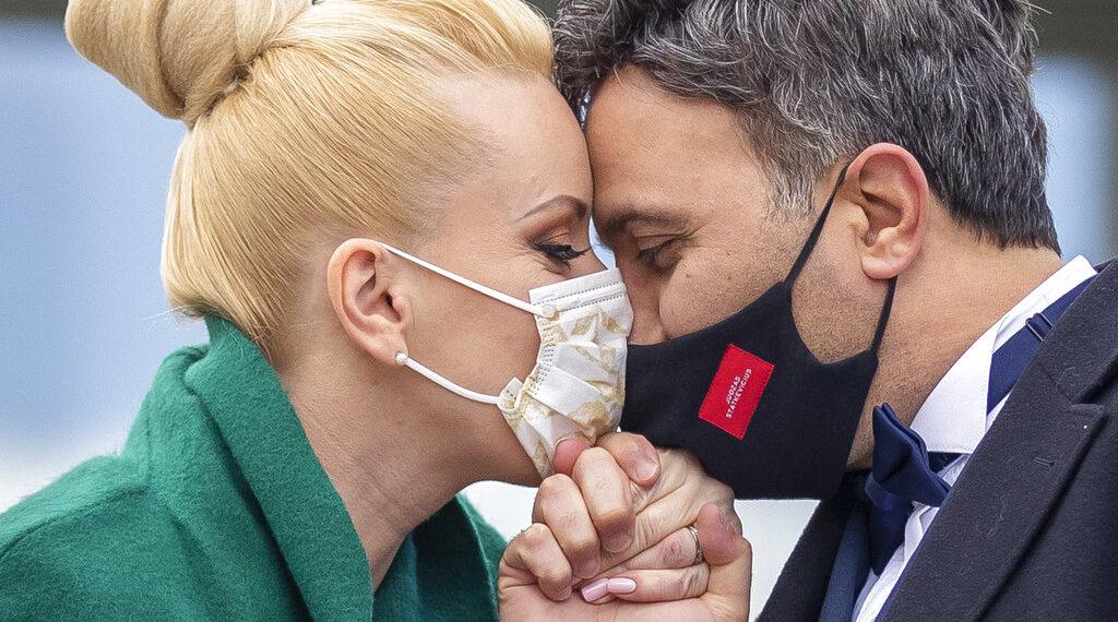 El beso más largo del mundo es de 58 horas, 35 minutos y 58 segundos. Foto: AP