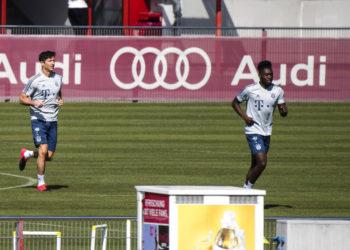 Jugadores del Bayern Múnich vuelven a los entrenamientos en campo