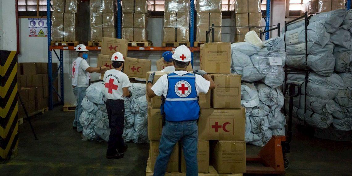 Cruz Roja entregó 45 toneladas de ayuda en Venezuela para combatir el COVID-19. Foto: EFE
