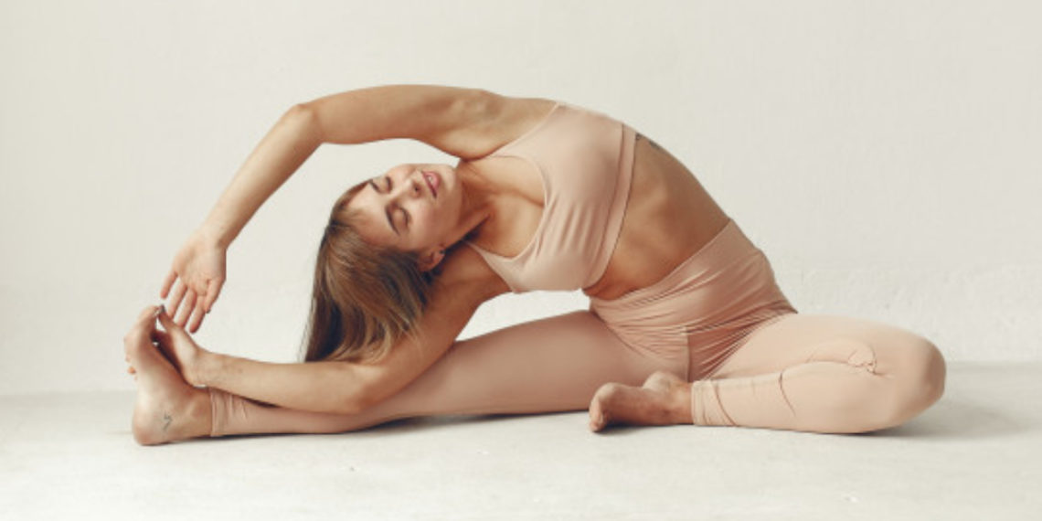 sencilla rutina de yoga