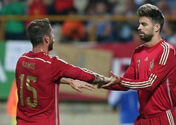 Sergio Ramos y Gerard Piqué unidos en campaña de la FIFA para estar activos en casa