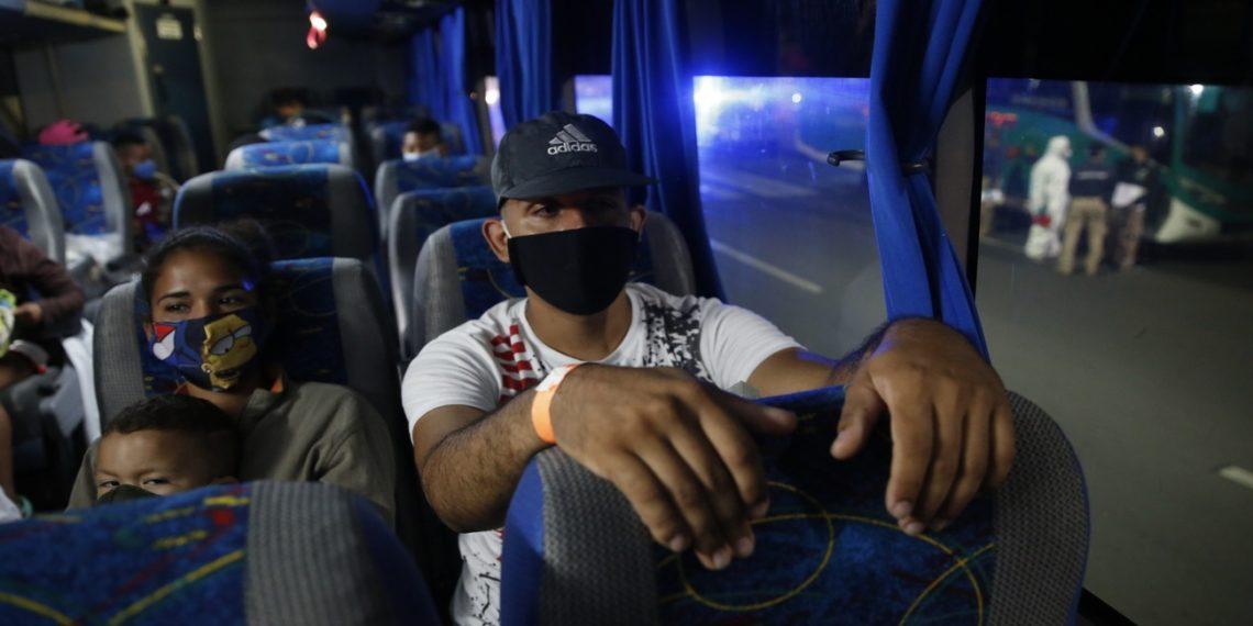 venezolanos regresando por fronteras