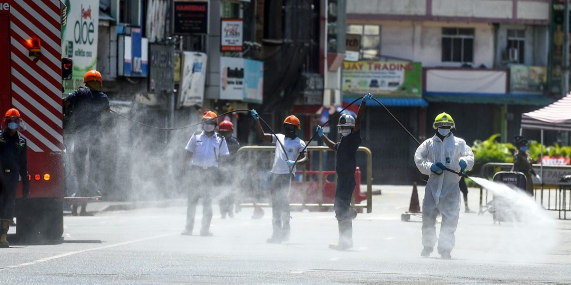 OMS: rociar calles con desinfectante es poco eficaz contra COVID-19