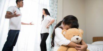 pelear frente a los hijos