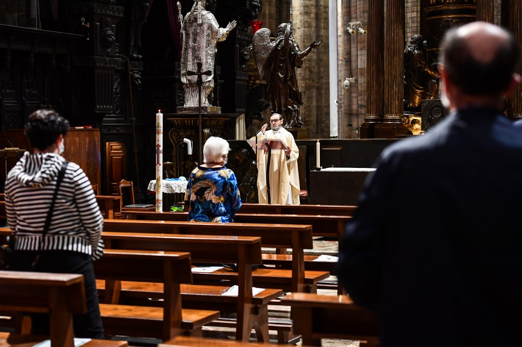 Retoman las misa ante el coronavirus en Italia