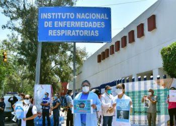 Personal de salud en México denuncia que los obligan a reutilizar mascarillas. Foto: EFE
